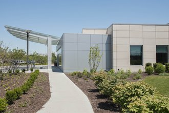 Image of the side of the entrance of the Delnor Hospital North Expansion entrance